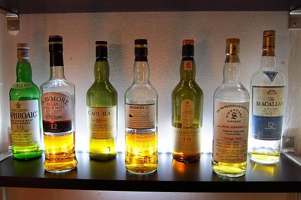 Les bouteilles de Sam by BaronMingus