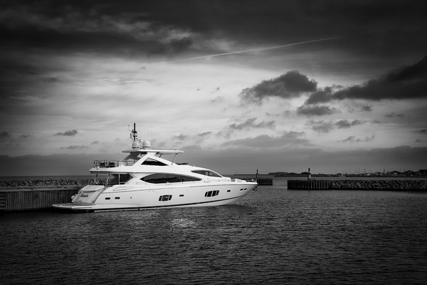 1000_Hellerup_Ship_1_BW by -Ashen-