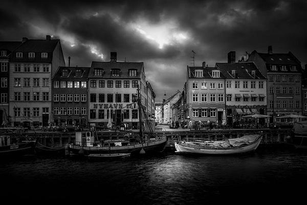1000_Nyhavn_3_B_BW by -Ashen-