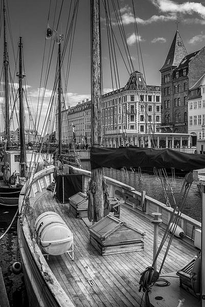 1000_Nyhavn_7_BW by -Ashen-