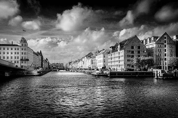 1000_Nyhavn_12_BW by -Ashen-