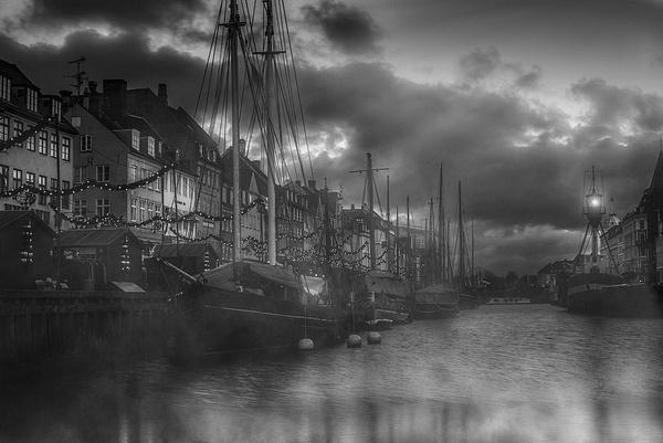 1000_Nyhavn_fog_BW_sRGB-1 by -Ashen-