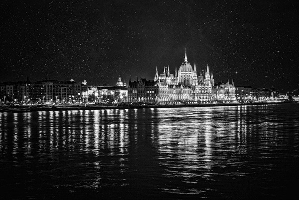 1000_Parlament_BW by -Ashen-