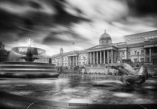 London_Trafalgar_2_BW by -Ashen-