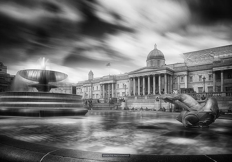 London_Trafalgar_2_BW