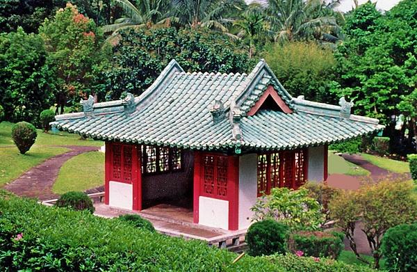 Pagoda Maui_pe by James Bickler