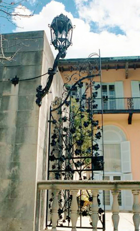 Cuneo Estate Metal Gate and Lantern 8.02 (2)
