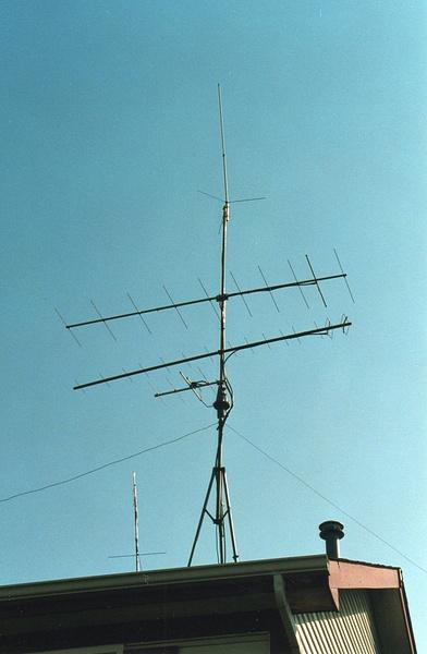 WB9VTF Mundelein antennas Mid 90's, rebuilding antenna...