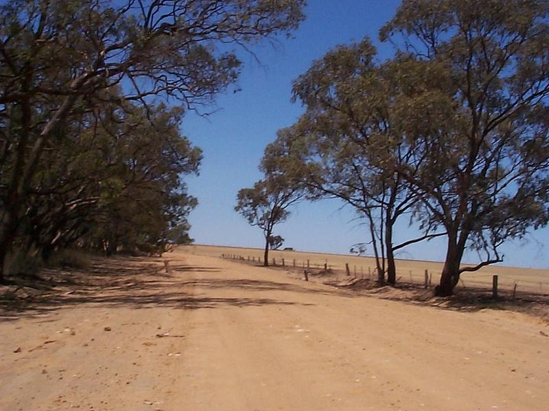 wardles road east  towards wodonga direction