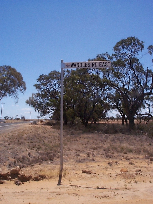 wardles road east sign