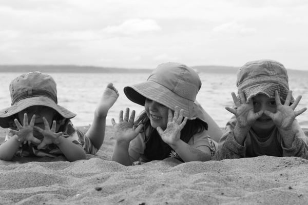 beach kids 02 by LeslieElliott