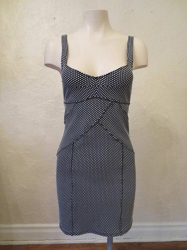 R-02 Robe extensible noire à petits pois blanc (taille M) 25 $