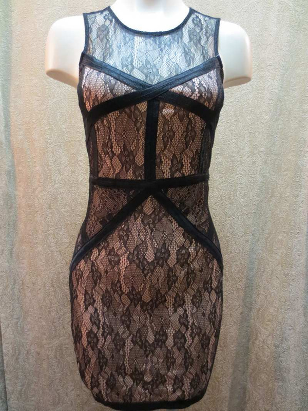 R-03 Robe dentelle (taille XS) 45$