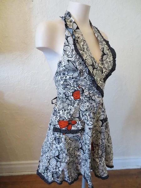 R-09 Robe tablier neuve (taille unique) 45 $ by Mamzelle M.