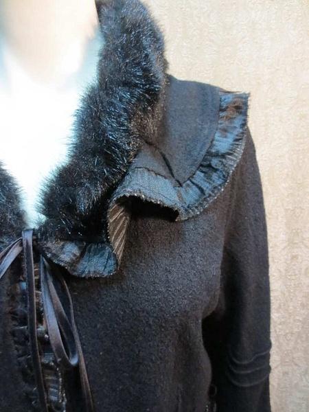 V-01 Veste en lainage avec détails (taille L) 55 $ by Mamzelle M.