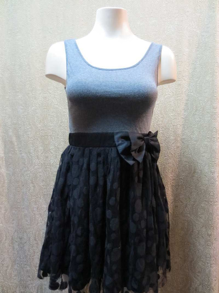 R-13 Robe noire et grise (taille XS/S) 15 $ by Mamzelle M.