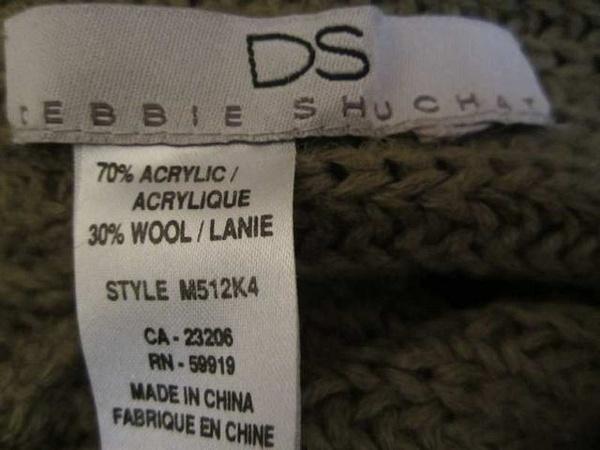HSM-01 Poncho en tricot (taille unique) 10$ by Mamzelle M.