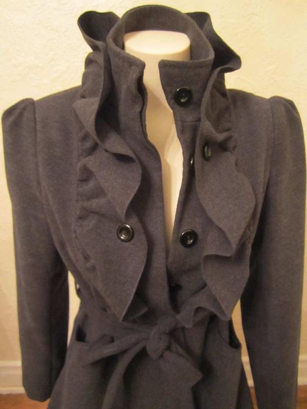M-07 Manteau avec col froufrou (taille S) 35 $