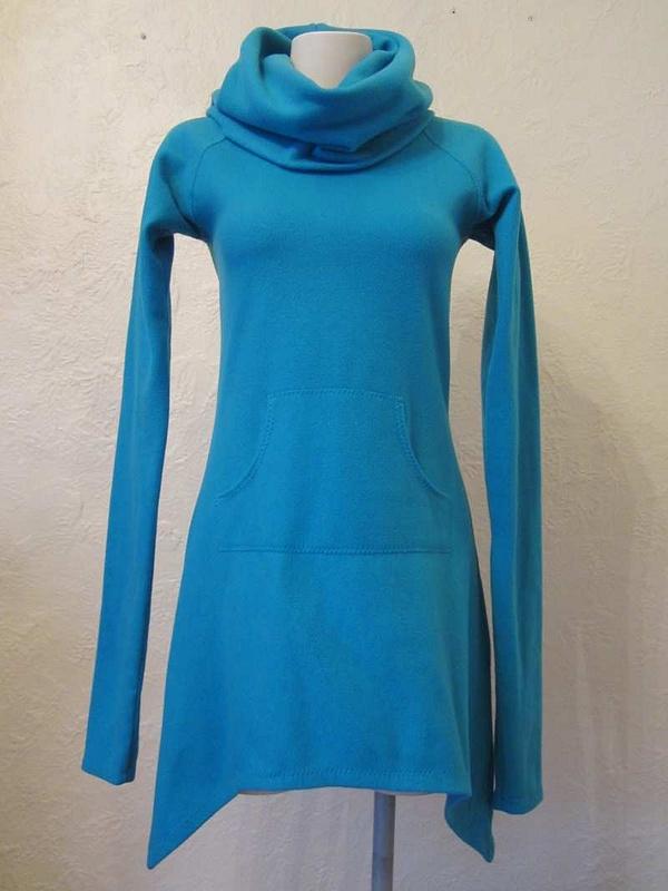 R-28 Robe/tunique en polar Design Québécois (taille S) 20 $
