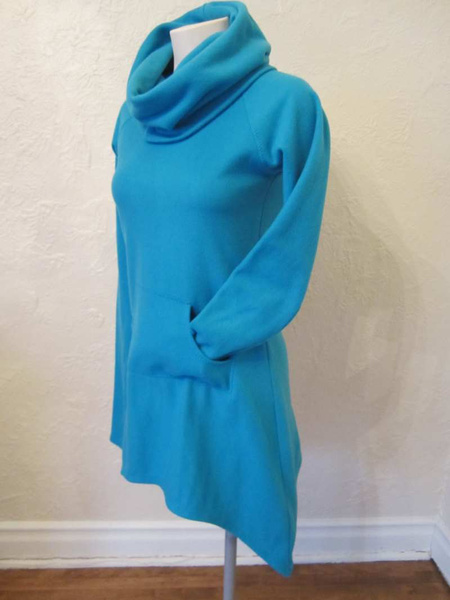 R-28 Robe/tunique en polar Design Québécois (taille S) 20 $ by Mamzelle M.
