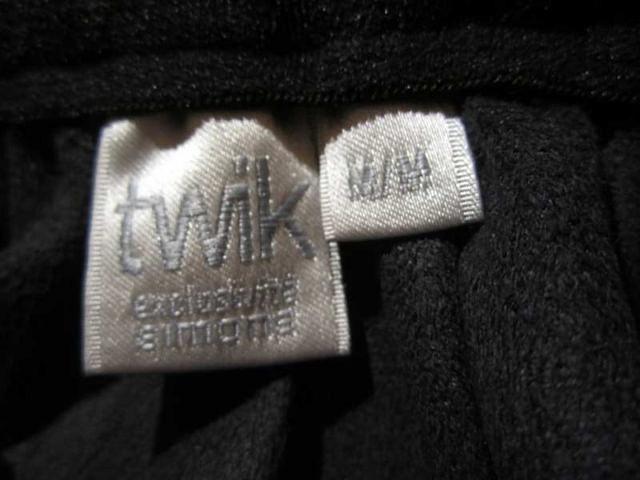 J-03 Jupe à plis cuir synthétique (taille M) 20 $
