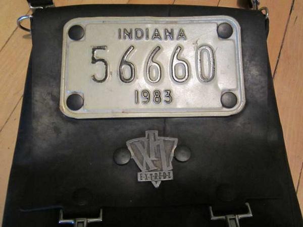 S-05 Sac fait à partir de pneus recyclés et d'une plaque d'immatriculation de l'Indiana 35 $ by Mamzelle M.