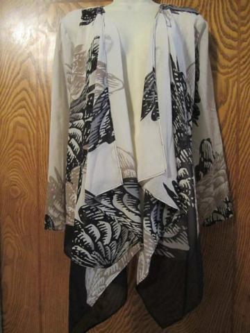 HML-04  Veste légère drapée (taille M/L) 45 $