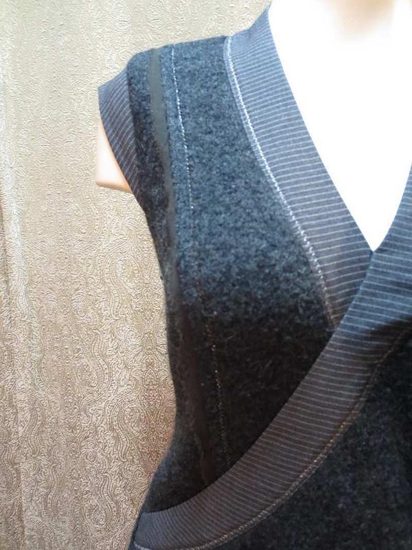 R-37 Robe /Tunique en lainage (taille S) 35 $