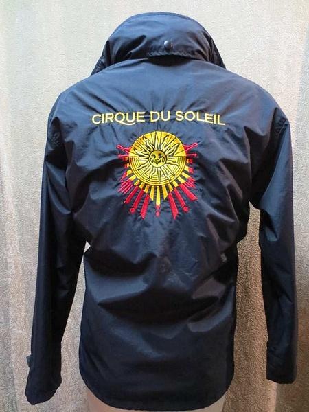 M-18 Manteau court Cirque du Soleil avec polar sans manches intégré (taille M) 95 $ by Mamzelle M.