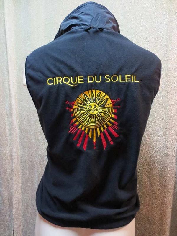 M-18 Manteau court Cirque du Soleil avec polar sans manches intégré (taille M) 95 $