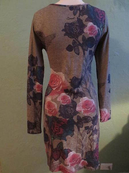 R-39 Robe avec imprimé fleuri Smash (taille M) 45$ by Mamzelle M.