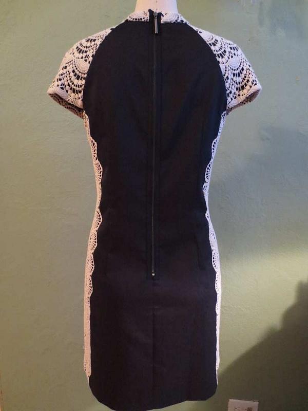 R-41 Robe avec dentelle Kensie (taille L) 45 $