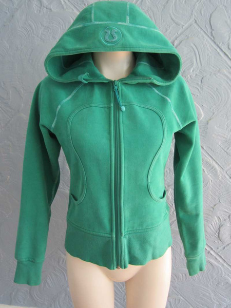 TY-05 Hoodie Lululemon (taille 6) 35$ by Mamzelle M.