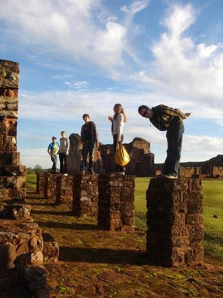 Ruinas jesuitas - Encarnación by Felipe ..