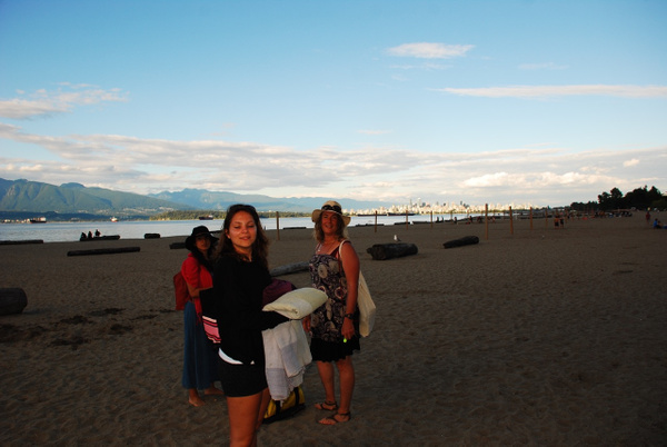 Spanish Banks with Vanessa and Lea by MarcSoer