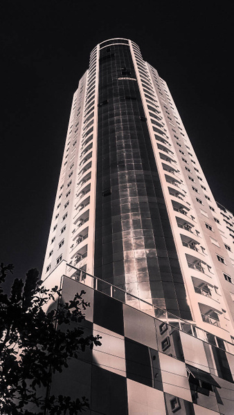 building (1 of 1) by WaldirHannemann