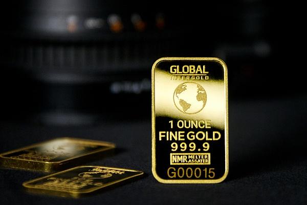 Gold is money (4) by Starkkarllois