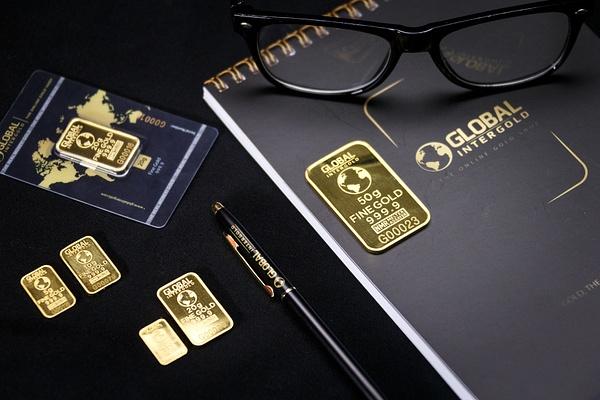 Gold is money (12) by Starkkarllois