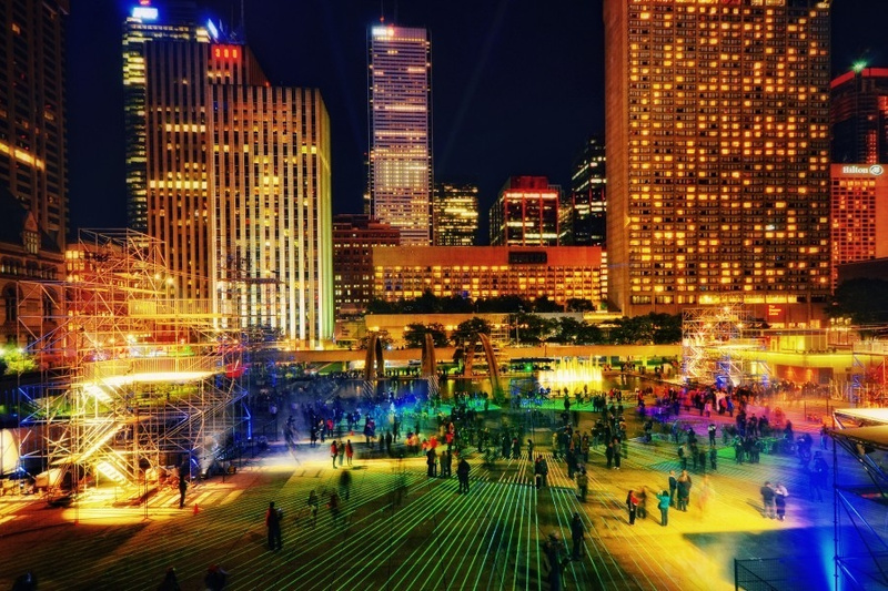 Nuit-Blanche-Nathan-Phillips-Square-Lazer-Show-900x600