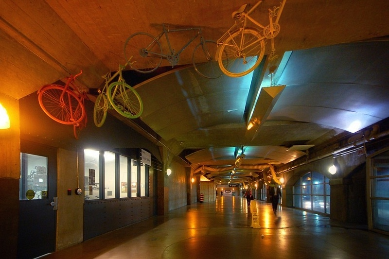 bicycle-station-at-toronto-union-station-900x600