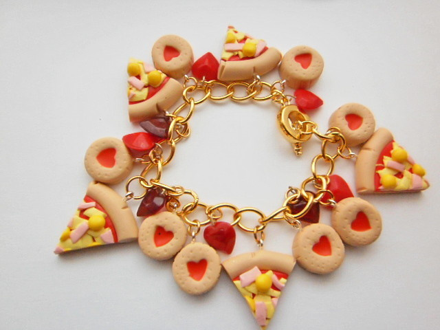 Cheese_Pizza,_Jammie_Dodger_And_Red_Heart_Charmbracelet