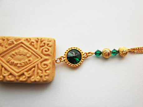 custard_cream_emerald_swarovski_necklace