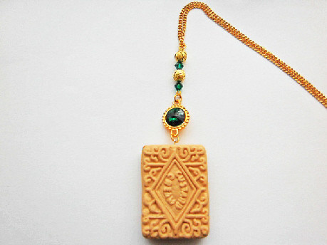 emerald_custard_cream_necklace_swarovski