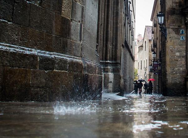 Rain in Barcelona by MeetupPhoto