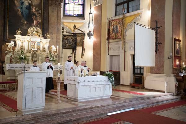 Húsvéti szentmise, feltámadási körmenet -...