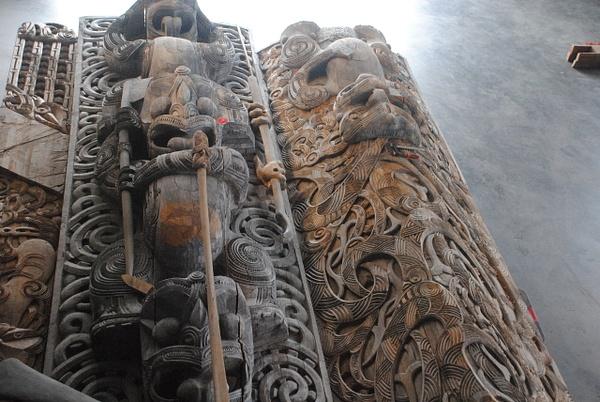Te Puia: carving workshop by Maria Dzeshchanka