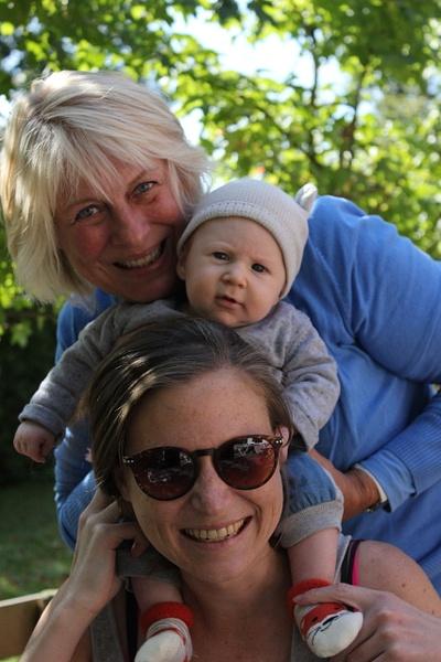 Reuben, Oma en Tante Sept 2017 by KevHillier