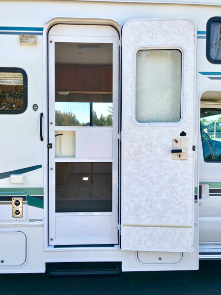 2004 Winnebago Itasca Spirit 24V by Robert1