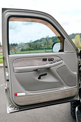 2001 GMC Sierra 2500HD SLT  Crew Cab 4x4 Short Bed Pickup Truck.