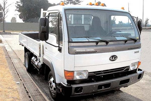 Nissan Truck Wreckers by LucasRoa